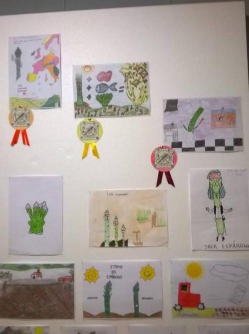 Exposición de los dibujos participantes en el III CONCURSO INFANTIL IGP ESPARRAGO DE HUETOR TAJAR