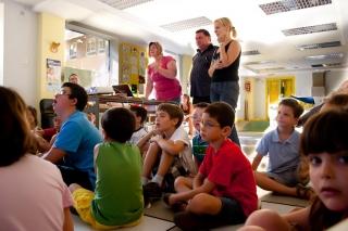 Voluntarios nativos ingleses impregnan a los alumnos de la cultura británica