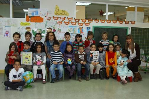 Los alumnos de 5 años, su profesora Loli Mateos y la profesora de inglés Marta Florines