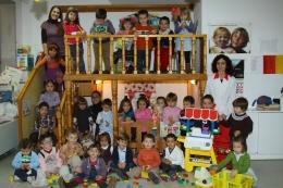 Grupo de los Rojos I y su Educadora