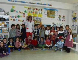 Grupo de los Rojos II y su Educadora