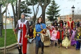 """""""Asalto"""" al Castillo y Fiesta de Carnaval Medieval en El Globo Rojo"""