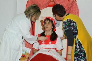 Los niños del colegio El Globo Rojo aprenden a confiar el cuidado de su salud al médico.