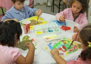 Tardes en El Globo Rojo: Pintores de Sueños de Otoño