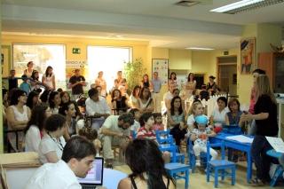 Familias y monitores se reúnen para presentar el III Campus de Inglés