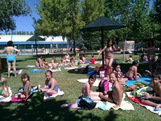 Los niños del Campus vuelven a divertirse en la piscina