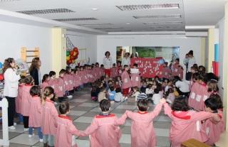 El Globo Rojo al completo celebra una gran fiesta por la Paz