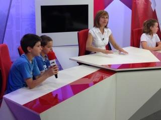El plató de USAL-TV acoge a los alumnos del IV Campus de Inglés de El Globo Rojo