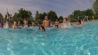 ¡Y los viernes el chapuzón en la piscina!