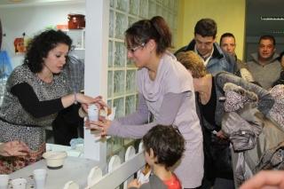 Espléndida participación familiar en la chocolatada solidaria