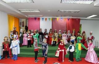 Gran ambiente y masiva participación en el Carnaval Medieval de El Globo Rojo
