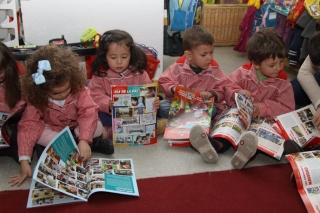 Leyendo El Globo Rojo: periódico número 16