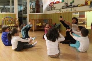 Elena Periáñez, plantando semillas de educación emocional con el masaje infantil
