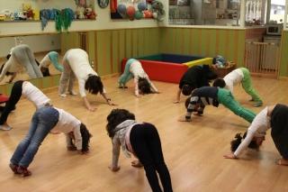 """Yoga Infantil: """"Un círculo de corazones"""""""