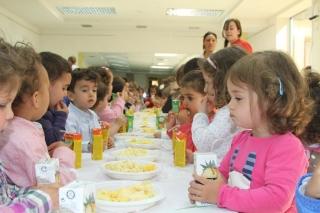 Los Amarillos celebran con un gran banquete la Fiesta de la Primavera