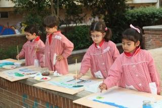 Los niños destapan su lado artístico en el taller de pintura en la naturaleza