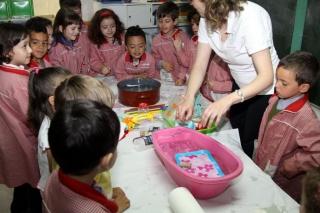 Los alumnos de cuatro años transforman el aula en un laboratorio
