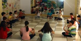 Segundo taller de yoga en el Campus: el arte de saber relajarse desde pequeño