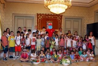 El Concejal de Medio Ambiente recibe a los alumnos del V Campus de inglés de El Globo Rojo