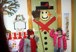 Los Rojos II disfrazan su aula de Muñeco de Nieve