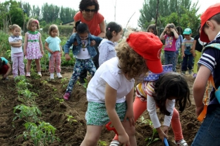 Los alumnos de El Globo Rojo cultivan su propio huerto