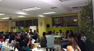 La tutora de los Verdes Mayores en su primera reunión del curso