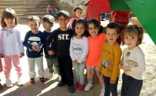 Los alumnos de El Globo Rojo en el recreo