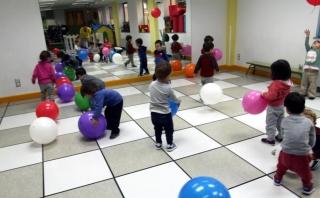 Diversión con globos gigantes