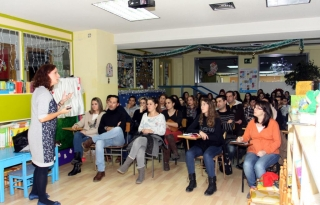 Charla-coloquio con las familias de El Globo Rojo