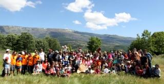 Marcha y juegos en familia en Llano Alto