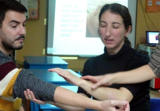 Entrenamiento a padres en técnicas de masajes para bebés