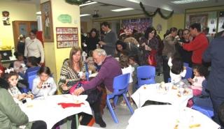 Las familias reparten generosidad en el día de la Chocolatada