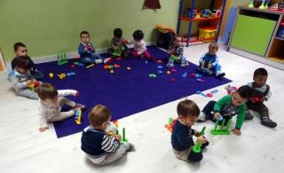 Encajar y ensartar, un placer para los niños de estas edades