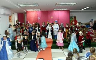 CARNAVAL: Escena de Damas y Caballeros en una fiesta medieval
