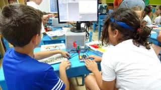Los alumnos del campus diseñan sus pequeños robots