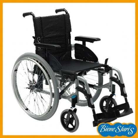 Silla de ruedas ligera y robusta para traslados for Sillas para tercera edad