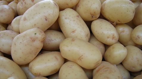 Carrefour acusado de especular con precio de patatas
