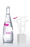 Evian lanza edición limitada diseñada por Courrèges