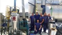 El equipo de Sugimat junto con la caldera instalada en la primera fase
