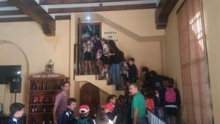 Niños de varios colegios visitan Bodegas La Aurora