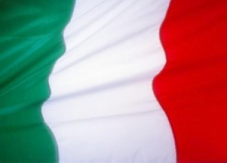 Oro sube 2% por temores Italia y compras