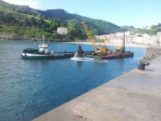 Dragado de emergencia en el Puerto de Ondarroa