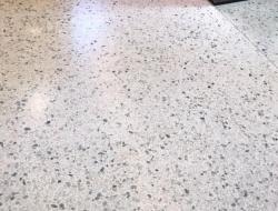 terrazo continuo gris