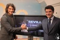 SEVILLA: El domingo, el cantante Hugo Salazar participará en el villancico más multitudinario jamás cantado en Europa