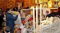 SEVILLA: ofrenda de juguetes al Niño Jesús en la Hermandad de La Macarena