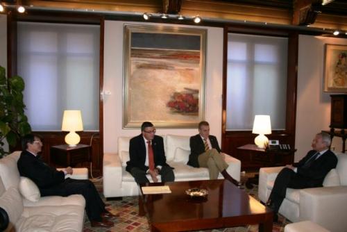 MURCIA: El presidente de la Comunidad recibe a los presidentes de los pasos Blanco y Azul de Lorca