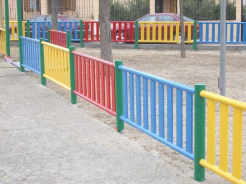 Valla para parques infantiles de colores AUNOR