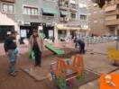 San Vicente renueva las zonas de juegos infantiles con la incorporación de cuatro trabajadores del programa de empleo Emcorp