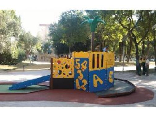 Parque infantil adaptado para niños con discapacidad la isla