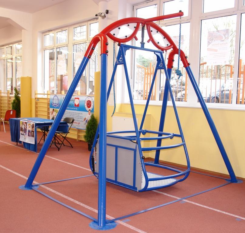 Columpios adaptados para sillas de ruedas aunor for Sillas para parques